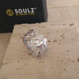 Ring zilver model Vero met zirconia en klavertje vier op onderkant