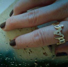 Gepersonaliseerde Soulz ring model The Wave in 18 kt goud met diamanten