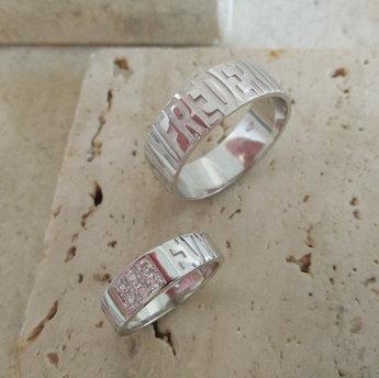 Gepersonaliseerde trouwringen in wit goud met briljant - model Dysi